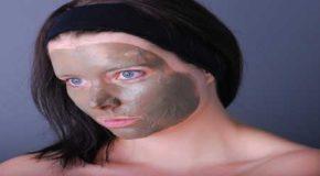 Aus eigener Herstellung: Masken für Hals und Dekolleté